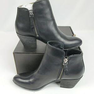 NIB FRYE Judith double zipper bootie black leather